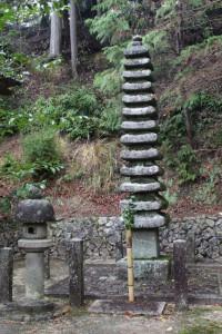 光仁天皇墓碑(石造十三重塔)