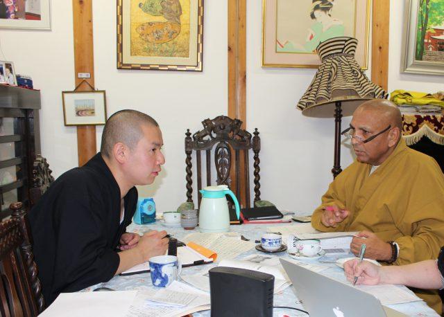 会報誌、『パンニャ・メッタ会報』の編集会議が、神峯山寺で行われました。